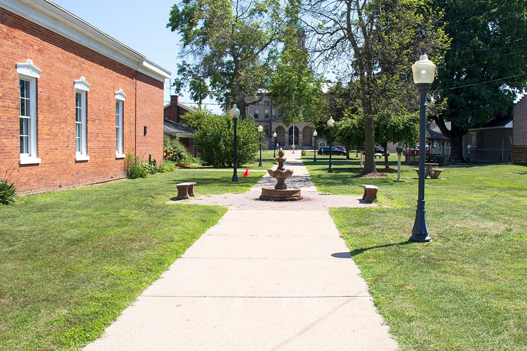 Click here to view a full size picture of Courtyard Park, Paw Paw, Michigan.