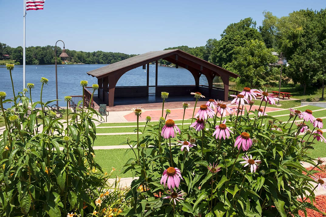 Click here to view a full size picture of Lake Front Park, Paw Paw, Michigan.
